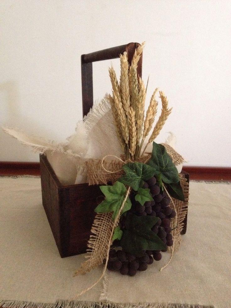 Break basket for boy for First Communion. Canasta para pan para primera comunion de niño.