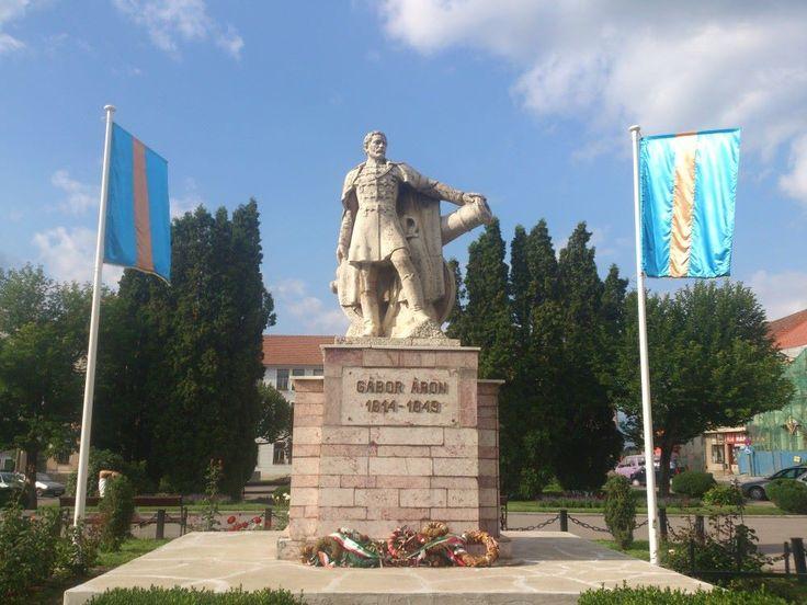 Gábor Áron szobra — at Kézdivásárhely