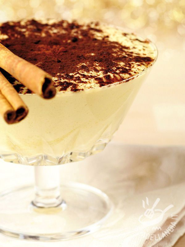 Le Coppette di zabaione freddo sono una vera bontà, semplici e veloci da realizzare. In una versione fresca, profumata con cannella e cacao.