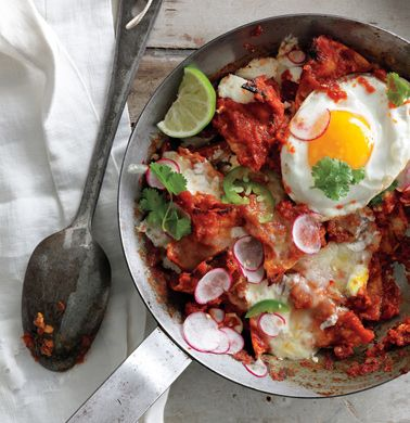 Chilaquiles with Fried Eggs: Food Recipes, Fun Recipes, Mexicans Dishes, Tasti Recipes, Savory Recipes, Fries Eggs, Eggs Recipes, Sauces Recipes, Breakfast Recipes