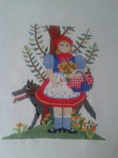 Caperucita roja a punto de cruz