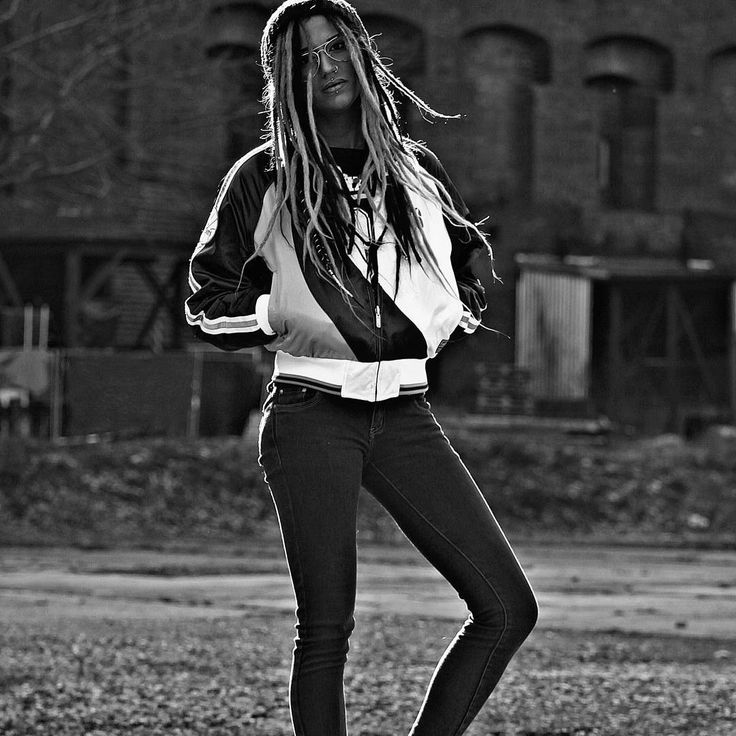#photo by @turnschuh.___weib  #outside #dreadlocks #dreads #dreadhead #fulldreadhead #pierced #sixers #76ers #ami_fashion #instadaily #photoshooting #photoshoot #nürnberg #germany #coloseum #bw #sw #blackandwhite #schwarzweiss #bw_pic #angry #model #me #nice #serious