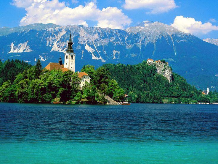 ブレッド湖(スロヴェニア) pic.twitter.com/knKH5kQXGc