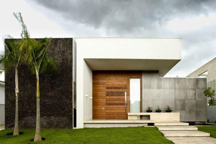 eh!DÉCOR | Fachada de casa terrea com painel de vidro, madeira e pedra na fachada