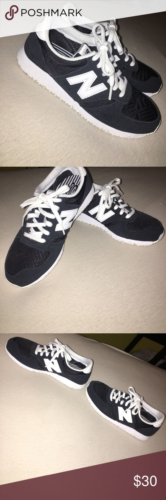 Size 5 woman new balance 420 shoe black and white Use it one or two time...  it's in good condition basically new. New Balance Shoes Sneakers