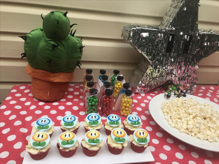 Cupcakes and take home lollie jars