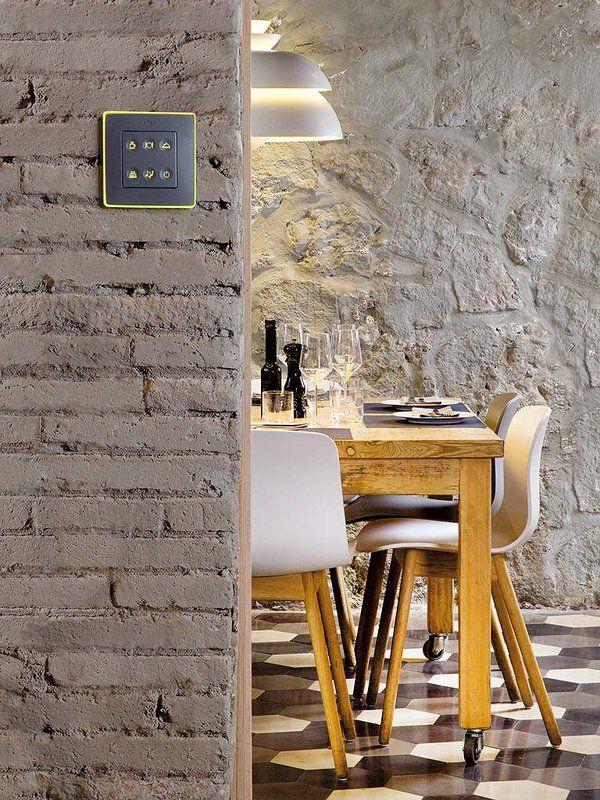 ¿Al picar un tabique ha quedado al descubierto un muro de ladrillo? Si lo dejas a la vista, la decoración ganará interés.