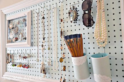 Peg Board Jewelry Organizer @Maria Canavello Mrasek Henderson Mottola  I think we should have a massive jewelry holder that's also pretty, so we can put our jewelry together, because I don't wear mine but I don't wanna toss it either