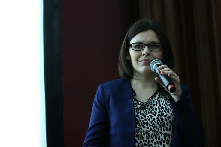 """Justyna z Socjomanii podczas prezentacji """"Pokaż się z dobrej strony - poradnik obecności NGO w sieci"""". Konferencja Online4ever, 19 marca 2014 r. #NGO #SocialMedia"""