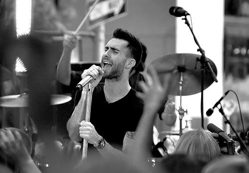 Adam Levine...might be the sexiest front man in music.  And he can sing...: Potenti Husband