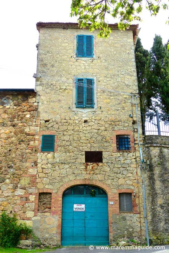 Houses for sale in Maremma Tuscany Italy: this one is in a very special landscape of hot rocks and fumaroles!