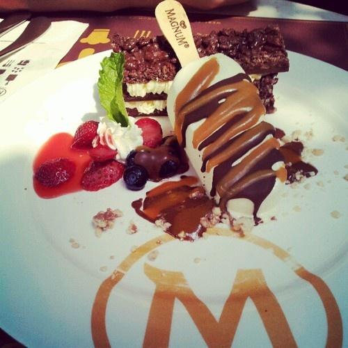 Magnum Cafe.