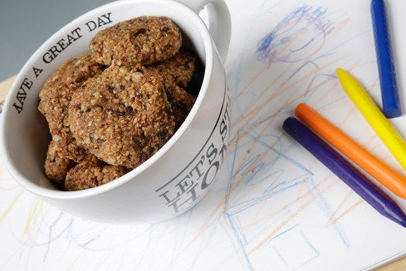 Διατροφή - Συνταγή για παιδιά: Μαλακά μπισκοτάκια με φυστικοβούτυρο, βρώμη και μπανάνα - Όμορφα Μυστικά από την Βίκυ ΧατζηβασιλείουΌμορφα Μυστικά από την Βίκυ Χατζηβασιλείου
