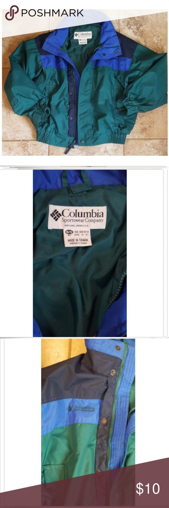 Columbia Sportswear Bugaboo Jacket Coat Sz 10/12 Columbia Sportswear Bugaboo Jacket Coat Sz 10/12. You are purchasing a youth size 10/12 COLUMBIA SPORTSWEAR BUGABOO jacket, elastic waist, double zipper to zip from either side and snap up to the neck, Velcro at the wrists, snaps inside the wrists for the ski poles, colors Navy, royal blue, green. Nice pre-owned condition, no rips no tears no stains. Columbia Jackets & Coats