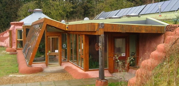 Earthship Biotecture: Self-Sufficient, Off-the-Grid Communities
