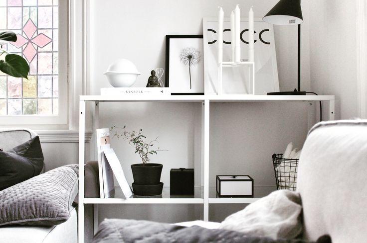 Er så glad for denne reol fra Ikea. Det er så let at ændre stilleben på denFølg min blog www.lykkestunder.dk