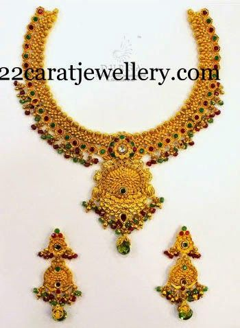 Jewellery Designs: Colored Stones Gold Choker