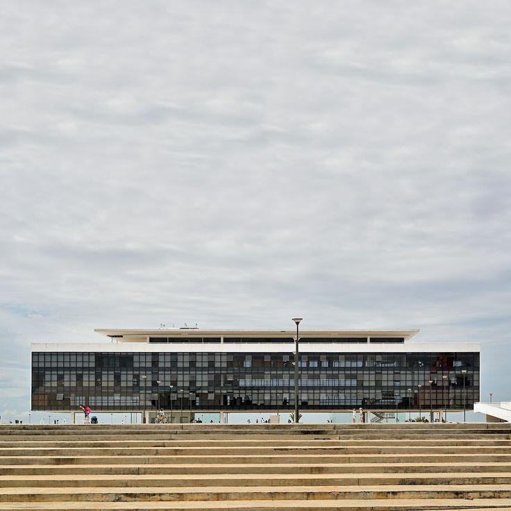 CentroCultural Oscar Niemeyer -A Bibliotecaé o principal edifício do complexo eabriga as bibliotecas cultural infantil e virtual que fazem homenagem a Bernardo Élis e José J. Veiga.Goiânia - Goiás - Brasil -  City Tour com @araraunaturismoreceptivo - Em@ccon_goias #centroculturaloscarniemeyer - ---- - ---- - #goiania #goiânia #goianiawalk #goianiacity #AraraunaReceptivo #ReceptivoEmGoiás #Travel #BoraViajar #Fun #FicaDica #citytourgoiania #conhecagoiania #blogueirorbbv #azulmagazine #MTur…
