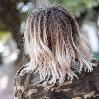 tie and dye blond platine cheveux carre long Carré blond