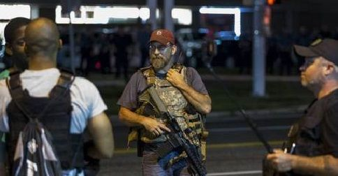 Armed 'Oath Keepers' defend themselves from Black Lives Matter challengers in Ferguson   BizPac Review