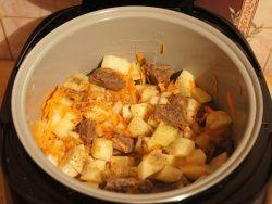 Картошка с мясом в мультиварке Редмонд