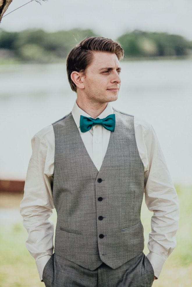 Grey suit. Off white shirt. Teal bow tie.