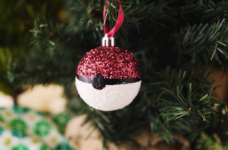 Glittery Pokemon DIY Ornament | For all of you Pokemon lovers!