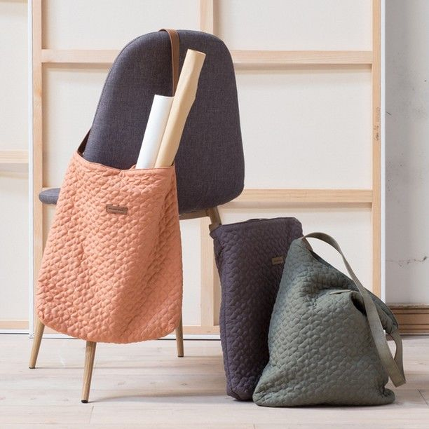 Anna prefers the rose-coloured bag. How about you? In shops now. Price DKK 78,80 / SEK 107,00 / NOK 109,00 / EUR 10,98 / ISK 2119 / GBP 9.59