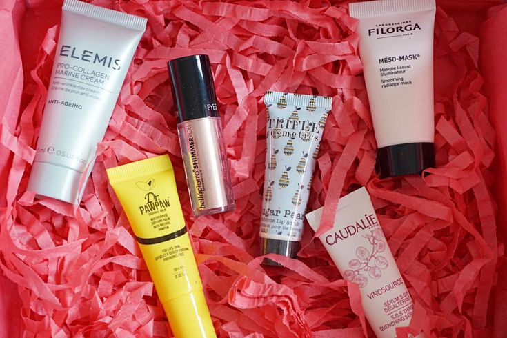 #ad: It's time for February's Beauty Box! Read all about the products and my thoughts on it in my new blog post ❤️ http://beautybymadsen.dk/2018/02/lookfantastic-beauty-box-february/