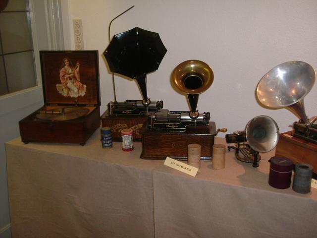tentoonstelling Erfgoeddag 2005 Grammofonen uit de collectie van Willy Grymonpré - het gevaar van het verdwijnen van de volksmuziek en oude instrumenten