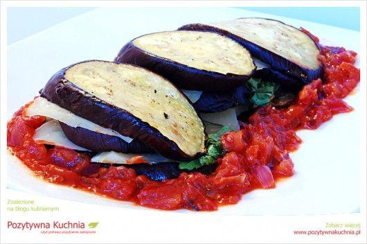 Zapiekany bakłażan w ostrym sosie chili - #przepis na #przekaski lub #obiad  http://pozytywnakuchnia.pl/zapiekany-baklazan-w-ostrym-sosie-chili/  #kuchnia #baklazan