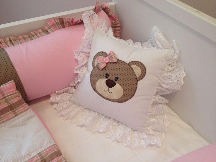 Kit de berço personalizado, contendo duas laterais, uma cabeceira um rolinho para os pés, uma colcha em tecido 100% algodão