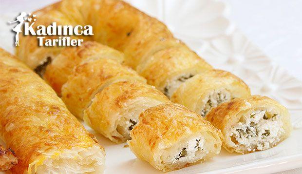 Baklavalık Yufkadan Peynirli Sarıyer Böreği Tarifi nasıl yapılır? Baklavalık Yufkadan Peynirli Sarıyer Böreği Tarifi'nin malzemeleri, resimli anlatımı ve yapılışı için tıklayın. Yazar: AyseTuzak