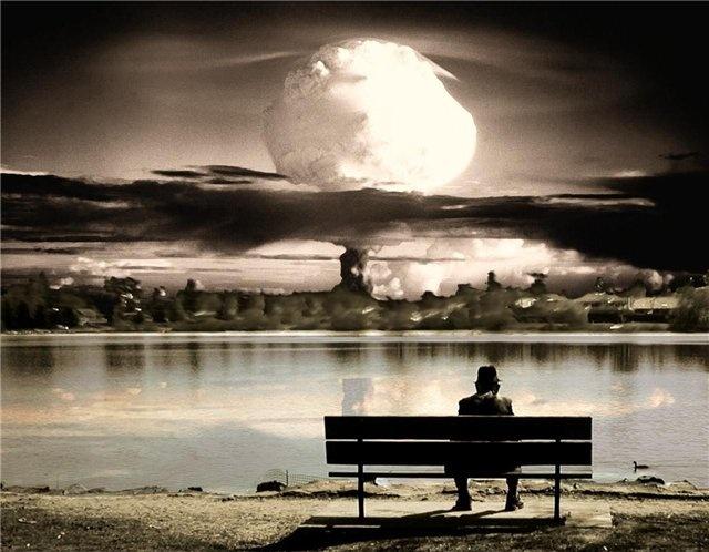 """Весь мир сейчас в предвкушении очередного """"конца света"""". Говорят, что в следствии парада планет 21 декабря 2012 года он канет во тьму. Ученые и духовные наставники рекомендуют запастись продуктами питания и свечами.  Мы не знаем, будет ли апокалипсис на самом деле, но настоятельно рекомендуем обзавестись художественными книгами-пособиями по выживанию в постапокалиптическом мире."""