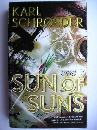 """Il romanzo """"Sun of Suns"""" di Karl Schroeder è stato pubblicato per la prima volta nel 2006. È il primo romanzo della serie di Virga. È al momento inedito in Italia. Immagine di copertina di Stephen Martiniere per un'edizione americana. Clicca per leggere una recensione di questo romanzo!"""