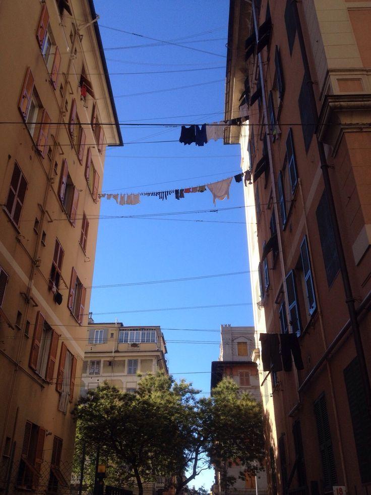 Panni stesi a Genova