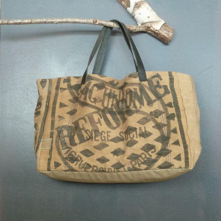 Très grand panier de plage cabas souple en toile de jute recyclée (ancien sacs à grains publicitaires) pièce unique artisanale France de la boutique MADEinPERCHE sur Etsy