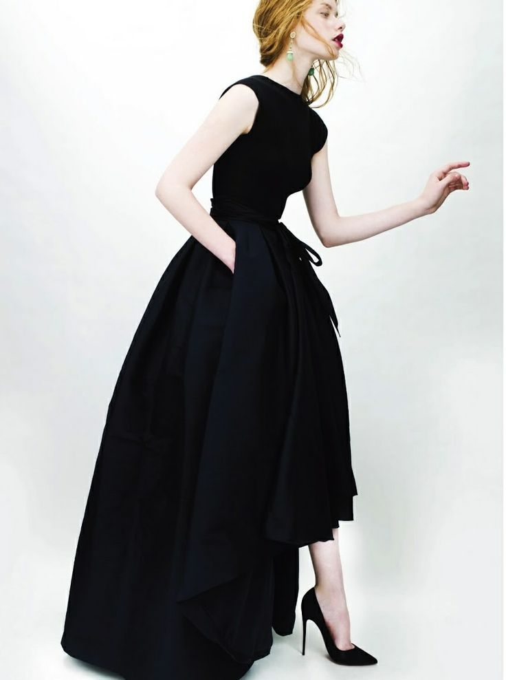 Simply beautiful, Christian Dior. Something this deceivingly simple requires so much skill. It's like getting a bob.