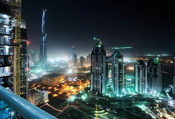 JW MARRIOTT MARQUIS DE DUBAI,L'HÔTEL LE PLUS HAUT DU MONDE  Avec ce nouveau record du JW Marriott Marquis, Dubaï confirme sa réputation de ville à l'ambition époustouflante et au luxe incomparable.  Abritant déjà la plus haute tour du monde et le plus grand centre commercial de la planète, célèbre pour ces îles emblématiques de Palm Islands, l'hôtel JW Marriott Marquis ajoute une nouvelle étoile à Dubaï.  http://www.firstluxe.com/jw-marriott-marquis-dubai/#.U6P7YJR_uSo