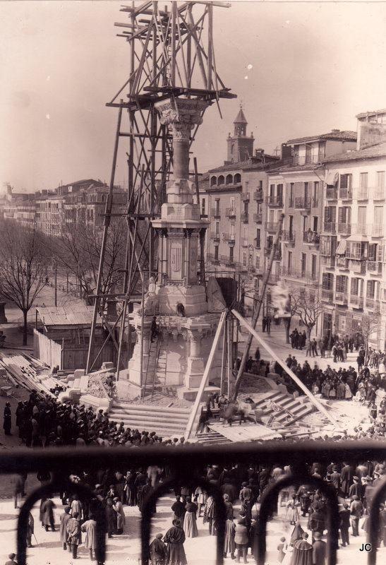 Obras de construcción del Monumento a los Fueros en el Paseo de Sarasate de Pamplona, 1895