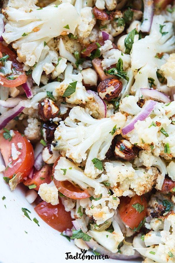 Pieczony kalafior z orzechami » Jadłonomia · wegańskie przepisy nie tylko dla wegan