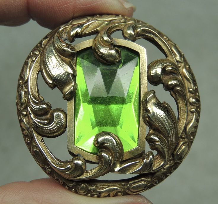 STUNNING GAY 90'S BUTTON W/ FACETED EMERALD GLASS JEWEL   METAL