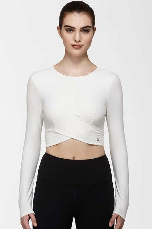 Estrella Long Sleeve Top $78 This comfortable style is made with an ultra soft and breathable fabric, making it the perfect warm up/cool down piece to throw on post workout. A wraparound front detail and cropped design accentuate your shape, while this fabric's moisture wicking capabilities and underarm vents ensure that you stay cool and dry.