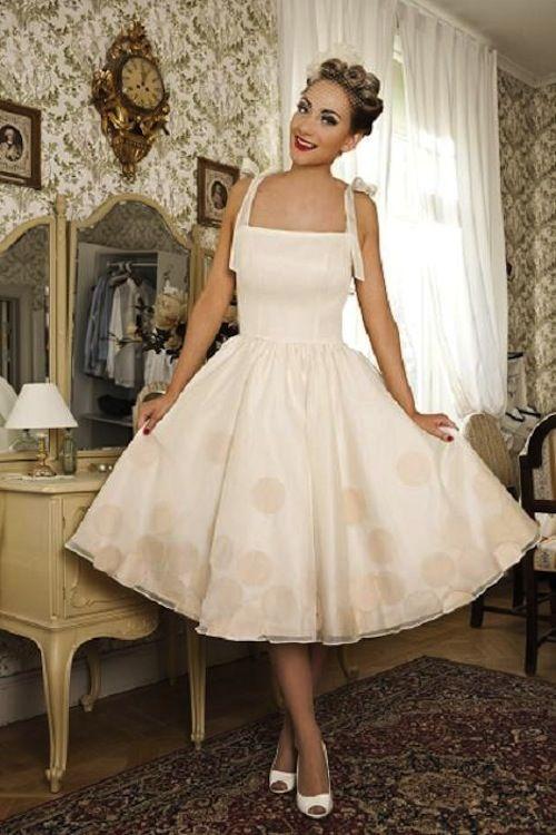 12 best vestidos años 50 images on Pinterest | Plunging neckline ...