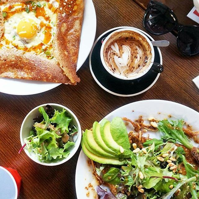 Need brunch inspiration for tomorrow? Galettes + coffee // Photo by @vernbird