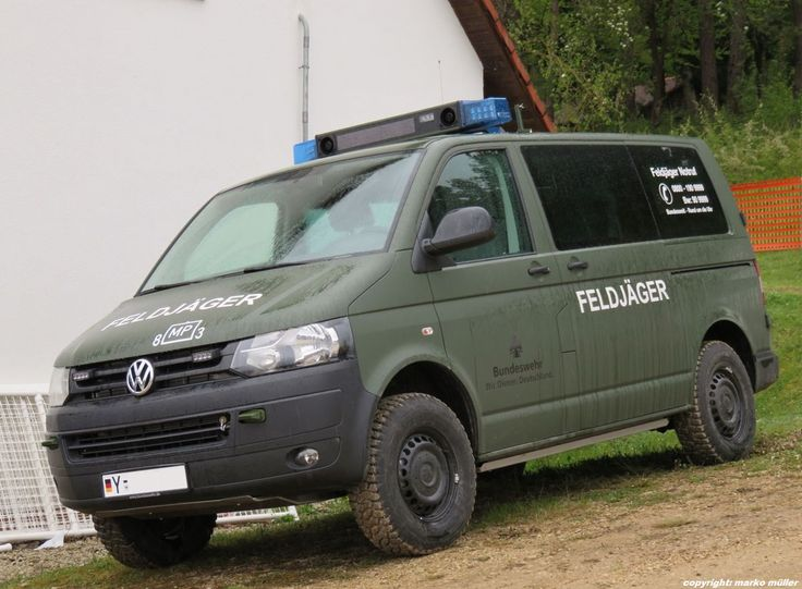 Volkswagen TRANSPORTER T5 TDI, taktisches Einsatzfahrzeug WIDDER der Feldjäger/Militärpolizei der Bundeswehr.