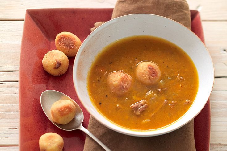 Zuppa di coda di bue con gnocchetti di pane assortiti