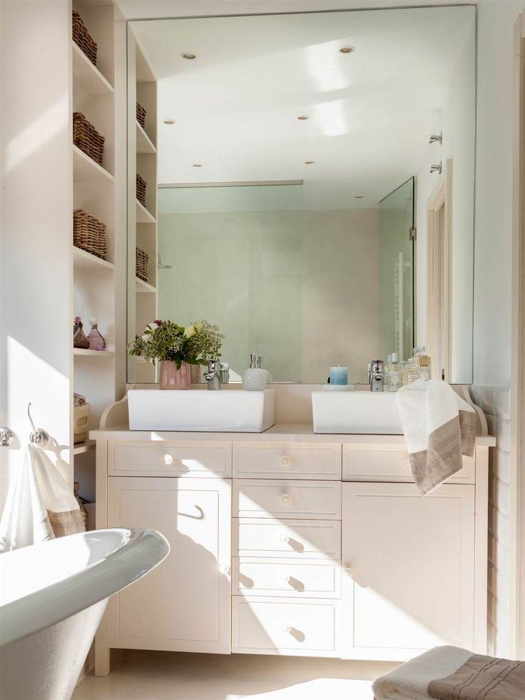 Armarios, muebles bajolavabo, baldas y estanterías para guardar más en baños pequeños