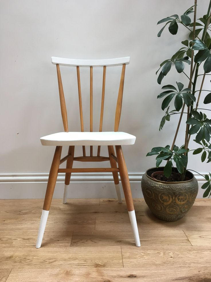 Upcycled Stuhl, Ercol Stuhl, Scandi, Hugge, Jahrgang 1960, Stock zurück, weiß und Holz, Upcycled Möbel