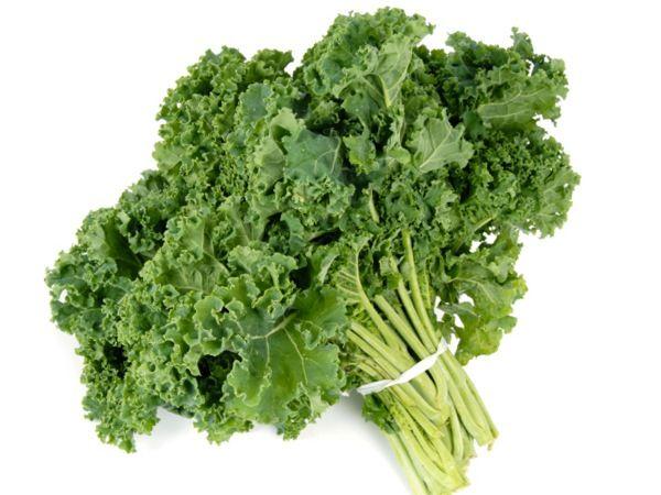 En Çok C Vitamini İçeren Top 10 Besinler - Koyu yeşil yapraklı sebzeler (Kale) - 100 gramında 120mg C vitamini
